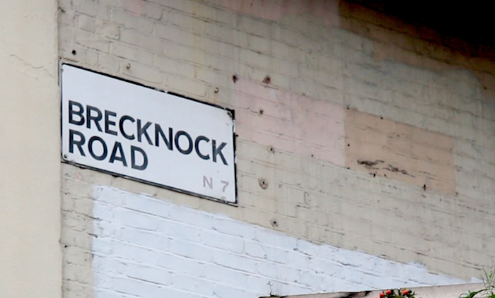 Brecknock road sign